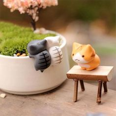 Miniature Crafts, Miniature Figurines, Cat Flowers, Flower Pots, Polymer Clay Crafts, Resin Crafts, Fairy Garden Ornaments, Home Crafts, Diy Crafts