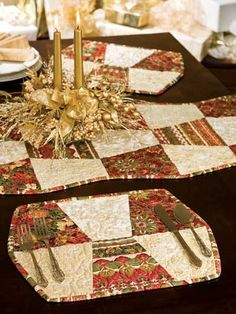 Triplets - I have an Accu-quilt tumbler die and these are just calling my - Table Settings Table Runner And Placemats, Table Runner Pattern, Quilted Table Runners, Christmas Sewing, Christmas Crafts, Christmas Placemats, Tumbler Quilt, Elegant Table Settings, Place Mats Quilted