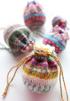 【動画あり】Opal の残り糸で編む、小さい巾着の編み方(大きさ3種類) – My Cup of Tea Crochet Pouch, Knit Or Crochet, Free Crochet, Crochet Bags, Knit Basket, Diy Christmas Cards, Sock Yarn, Knitted Bags, Knitting Socks