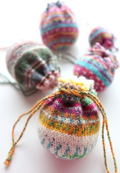Knit Or Crochet, Free Crochet, Crochet Bags, Knit Basket, Diy Christmas Cards, Sock Yarn, Knitted Bags, Knitting Socks, Hand Warmers