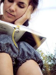 reading girl by Alex, via Flickr