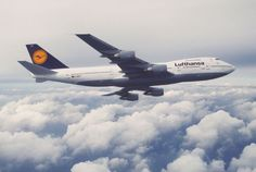 In 1971, Lufthansa's fourth modified jumbo jet, the Boeing 747-200, took off!