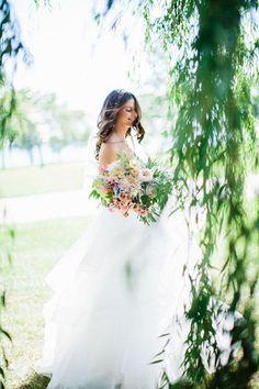A loose, asymmetrical bouquet | @krislorraine | Brides.com