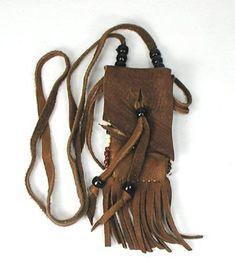 Medicine Bags of Buckskin hand made by Native American Indians Native American Medicine Bag, Native American Crafts, Native American Jewelry, American Indians, Leather Belt Bag, Leather Jewelry, Leather And Lace, Leather Tooling, Leather Handbags