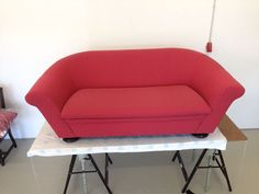 Neu bezogenes Sofa