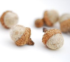 felt acorns ~ feltjar