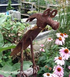 Gallery Of Metal Yard Art Creations - There are two types of people: those who love rust and those who do not. I admit I'm not a huge rust fan but what I do enjoy is the ingenuity of these pieces. It takes a really creative eye and a great sense of humour to dream these things up.