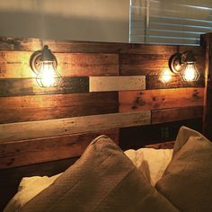 ideas wood pallet headboard with lights etsy Wooden Pallet Furniture, Wood Pallets, Diy Furniture, Pallet Wood, Reclaimed Wood Headboard, Diy Pallet Headboard, Custom Headboard, Headboard Ideas, Headboard With Lights