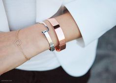 It's all about the statement jewelry to finish off the California casual look.