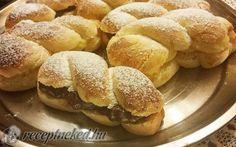 Minion, Hamburger, Cake Recipes, Bread, Food, Easy Cake Recipes, Brot, Essen, Minions