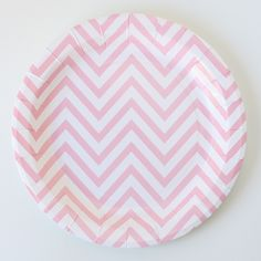 Platos rayas chevron rosa / 12 uds de venta en: http://shop.fiestascoquetas.com