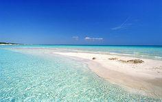 Maldive del Salento, Pescoluse - Puglia. A due passi da Santa Maria di Leuca, si trova la spiaggia bianca e finissima di Pescoluse che vanta di un mare meraviglioso. E', infatti, una delle mete più ambite dai turisti. http://www.bbplanet.it/dormire/salento/