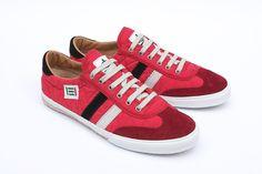 Zapatillas deportivas de TST shoes diseñadas por Tanaka en color rojo.