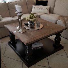 Dette nydelige bordet (Dubai Salongbord 90x90) har kommet til enda en fornøyd kunde. Dette fine bildet fikk vi av @ninakevensen. #dubaisalongbord90almsort #classicliving