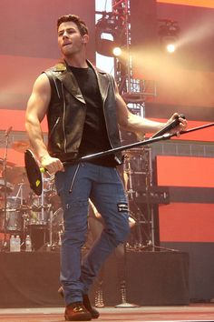Nick Jonas's arms are so freaking delicious.such a hottie! now that he is grown up ^_~ Nick Jonas, Lucio Saints, Chaning Tatum, Crazy Man, Hot Hunks, Jonas Brothers, Shirtless Men, Man Photo, Gorgeous Men