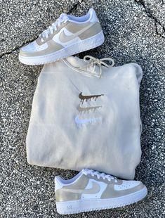 Cute Nike Shoes, Cute Nikes, Nike Air Shoes, Brown Nike Shoes, Nike Brown, Sneakers Nike, Teen Fashion Outfits, Nike Fashion, Sneakers Fashion