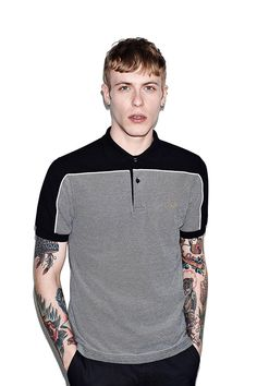 polo gris et noir façon ampli de la collection Fred Perry X Marshall #fredperry #marshall #polo
