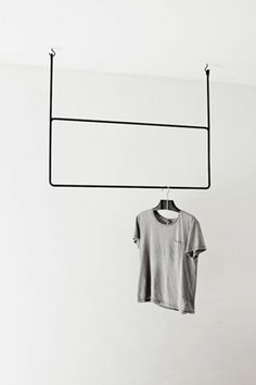 Clothing Rails is a minimalist design created by Sweden-based designer Annaleena Leino. Leino is a freelance interior stylist with experience in prop styling, set design, and interior design. Interior Stylist, Interior Design, Modern Interior, Deco Design, Home And Deco, Retail Design, Minimalist Design, Wardrobes, Interior Inspiration