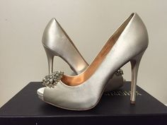 Badgley Mischka Jeannie Ivory Satin Dressy Evening Platform Heels Pumps 7 M #BadgleyMischka #FashionDressyEveningPlatformPumps
