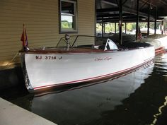 1947 22 Chris Craft this is the best CC I have ever seen and I lived by the factory in Algonac Chris Craft Wooden Boats, Course Vintage, Wooden Speed Boats, Runabout Boat, Classic Wooden Boats, Boat Engine, Yacht Boat, Riva Boat, Vintage Boats