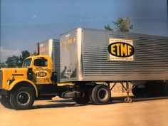Vintage shots from days gone by! Freight Transport, Truck Transport, Vintage Trucks, Old Trucks, Cartoons Magazine, Semi Trailer Truck, White Truck, Van Nuys, Heavy Truck