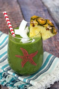 Tropical Green Smoothie | Recipe Girl 1 cup coconut water 1 handful of fresh spinach 3/4 cup frozen or fresh mango chunks 3/4 cup frozen or fresh pineapple chunks 2 tablespoons unsweetened coconut flakes 1 tablespoon chia seeds