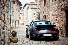 I quite like 964s and I quite like cobblestone streets