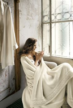 Pure cashmere blanket bordered with an elegant frame of a wide twisted cable-knit motif. http://www.frette.com/olga-blanket-2