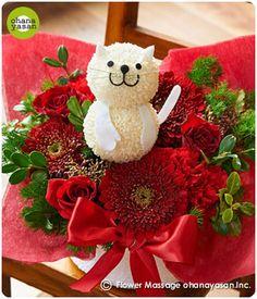キュート!ポンポンマム(菊の花)で出来たネコのフラワーアレンジメント。Cute! An animal doll made with chrysanthemums.