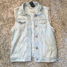 BRAND NEW Abercrombie & Fitch kids vest Light wash , denim vest , XL kids , so a small in adult sizes , brand new with tags❌NO TRADES Abercrombie & Fitch Jackets & Coats Vests
