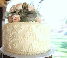 Vintage cake, I like the design not the huge flowers on top | pleasureweddingz.compleasureweddingz.com