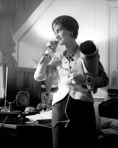 Coco Chanel (1937, by François Kollar) #CocoChanel Visit espritdegabrielle.com | L'héritage de Coco Chanel #espritdegabrielle