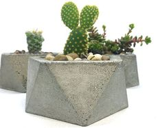 Handmade LARGE icosahedron concrete planter in gold & turquoise. Great for succulent and cactus garden. It can be made with or without drainage holes, please make your selection when adding to cart.  Overall planter dimensions 8 tall x 8 diameter Opening is 6.5 diameter  *Irregularities are part of its unique handcrafted character. **Plants not included.