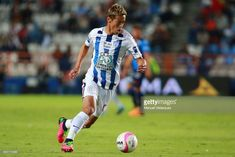 Keisuke Honda of Pachuca drives the ball during the 14th round match between Pachuca and Puebla as part of the Torneo Apertura 2017 Liga MX at Hidalgo Stadium on October 21, 2017 in Pachuca, Mexico.