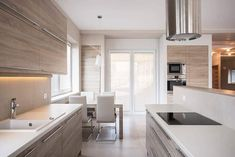 Modern kitchen with glass cooktop stainless steel range hood Prefab Home Kits, Prefab Homes, Modular Homes, Interior Design Courses Online, Home Interior Design, Interior Decorating, Decorating Tips, Kit Homes, Kitchen Countertops