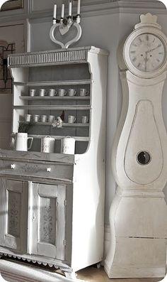 white mora clock
