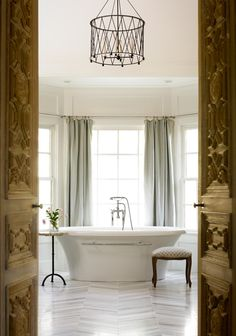 I would spend way too much time in the bathtub if I had one like this!