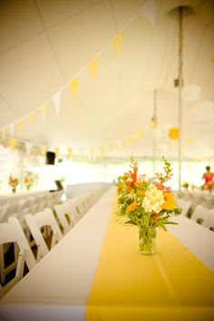 © Violet Marsh Photography /// http://violetmarsh.com /// Yellow Tent Decor /// Design by http://www.champagneandink.com