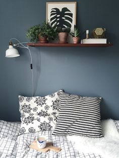 Living Room Grey, Cozy Living, Home Bedroom, Diy Bedroom Decor, Home Decor, Wall Shelf Decor, Bedroom Colors, New Room, Home Furniture