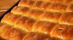Na vlastní kůži: Jak nás pekař Zdeněk naučil fantastické…   Kafe.cz Hot Dog Buns, Hot Dogs, Food And Drink, Bread, Basket, Brot, Baking, Breads, Buns