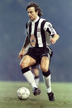 David Ginola of Newcastle Utd in Football Icon, Chelsea Football, Football Soccer, Football Kits, David Ginola, Sun Dream Team, Premier Liga, Newcastle United Football, Sonic The Movie