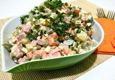 Салат оливье классический с колбасой, горошком и соленым огурцом, что может быть лучше на новогоднем столе. А если знать историю и секреты приготовления, тогда вы точно приготовите легендарный салат всем на удивление