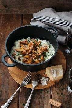 Italienisches Pilz-Risotto light Italian mushroom risotto :] with vegetable stock, white wine and optional Parmesan – I-love-kaese. Risotto Rice, Mushroom Risotto, Salmon Risotto, Mushroom Rice, Rissoto, Rice Recipes, Vegan Recipes, Recipies, Italian Pasta Recipes