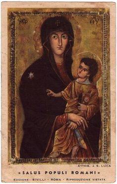 """""""Salvara Poporului Roman"""". Fecioara ţine Pruncul cu braţele încrucişate peste El. În mâna stângă, o batistă de ceremonie, care se numeşte mappa (mappula), simbol imperial.  Poartă inel pe degetul mijlociu al mâinii drepte. /-/-/ """"Salus Populi Romani."""" The Virgin with her hands crossed over the Child. A ceremonial handkerchief in her left hand, called a mappa/mappula, which is an imperial symbol. Ring on her right-hand middle finger."""