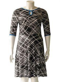 8c7b308e Plus size tøj til farverige kvinder - Produceret i Danmark. Sort plus size jersey  kjole