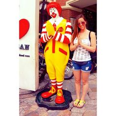 Doing a Thai greeting with some clown. #imamcnugget #isupersizedmyfannypack #kosanroad #bangkok #whatup #bowdown #thailand #seasia #daymarket #beautifulchaos #Bangkok #nightlife Check more at http://www.voyde.fm/photos/international-party-cities/doing-a-thai-greeting-with-some-clown-imamcnugget-isupersizedmyfannypack-kosanroad-bangkok-whatup-bowdown-thailand-seasia-daymarket-beautifulchaos/