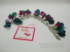 Cadena con flores de campanas de tela