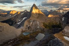 Are you looking for inspiration for your next day hike in the Canadian Rockies? See my ten favorite day hikes across Canada's most scenic national parks. Canada Travel, Us Travel, Hiking Photography, Travel Oklahoma, Canadian Rockies, Best Hikes, Day Hike, New York Travel, Photos Of The Week