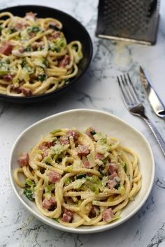 Bucatini with leeks, ham and béchamel by Laurent Mariotte - Amandine Cooking - bechamel pasta - Clean Eating Recipes For Dinner, Healthy Recipes On A Budget, Healthy Eating Tips, Budget Meals, Healthy Cooking, Meat Recipes, Vegetarian Recipes, Dinner Recipes, Cooking Recipes