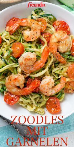Rezept: Zucchini-Spaghetti mit Garnelen Our recipe for zucchini spaghetti with prawns is wonderfully spicy and very light, but it is still deliciously full Greek Diet, Greek Salad, Greek Recipes, Shrimp Recipes, Linguine, A Food, Spicy, Veggies, Tasty